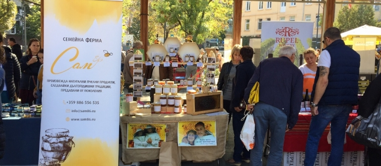 "About 50 startup farms and craftsmen displayed their production at the first Farmer's Market ""Pendara""  at the Zhenski Pazar Market"